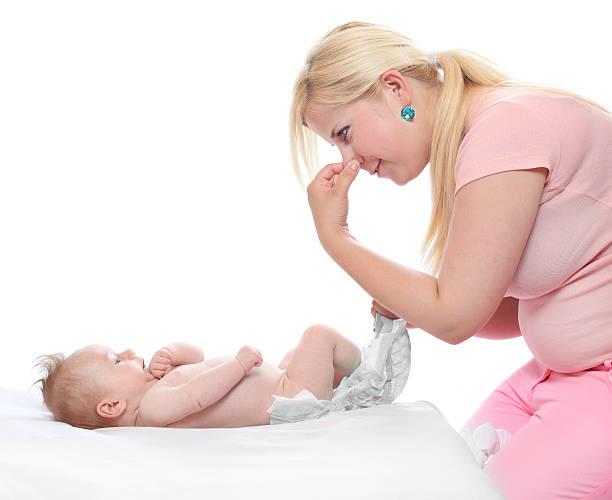 Что делать, чем лечить понос у новорожденного на ГВ